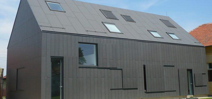 Dach bez okapu i widocznych rynien – plusy i minusy rozwiązania
