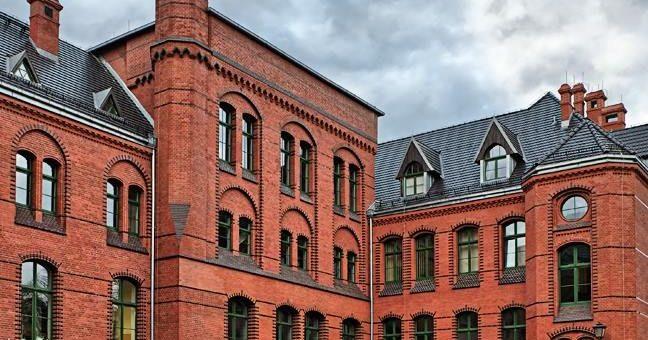 Nowy system rynnowy z blachy na Klinikach Uniwersytetu Wrocławskiego